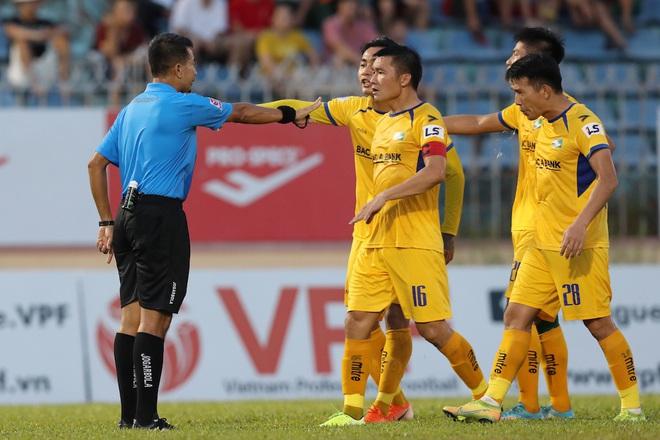 Phan Văn Đức cảm thán: Trọng tài như thế thì bóng đá Việt Nam lúc nào phát triển - ảnh 5