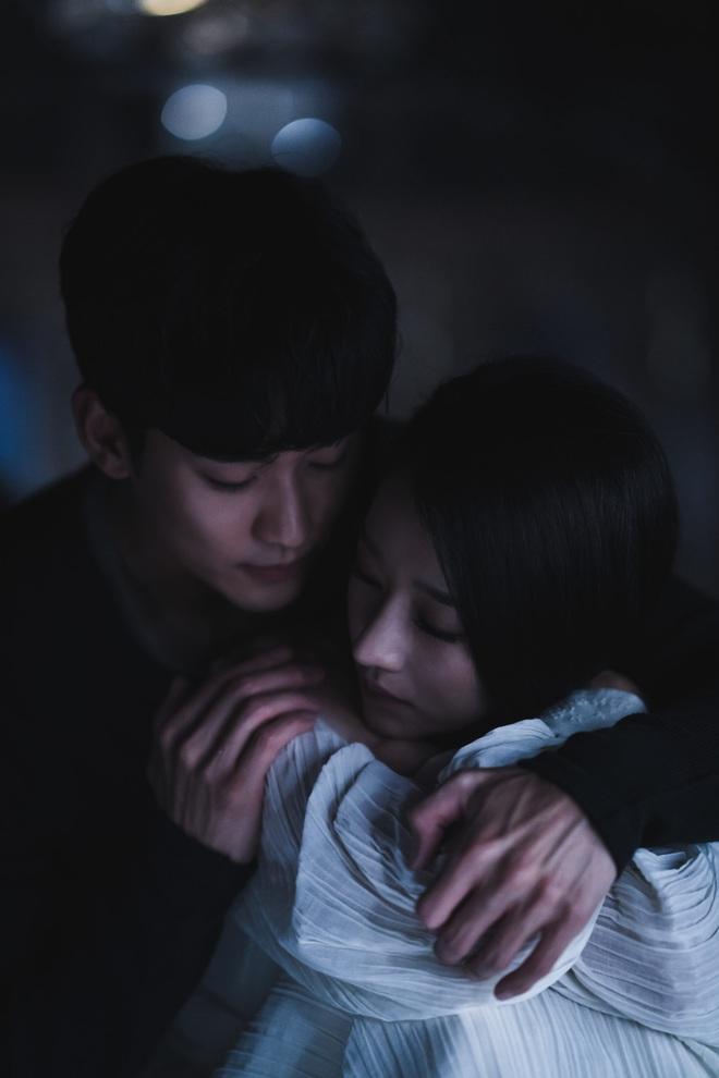Lộ ảnh giả gái thời đại học của Kim Soo Hyun nhưng sao lại giống Seo Ye Ji (Điên Thì Có Sao) thế này! - ảnh 2