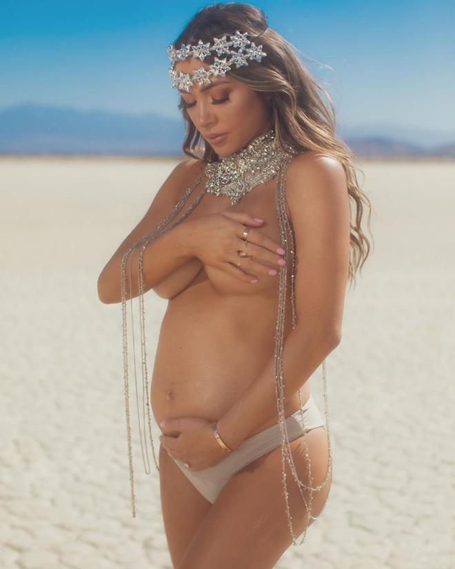Ring Girl xinh đẹp nhất thế giới thông báo tin vui tới người hâm mộ theo một cách không thể quyến rũ hơn - ảnh 1