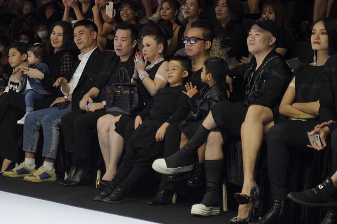 Khánh Vân và Nam Anh làm vedette Tuần lễ Thời trang Trẻ em nhưng chất nhất vẫn là màn nhào lộn của bé Nhím - con nuôi Đỗ Mạnh Cường - ảnh 4
