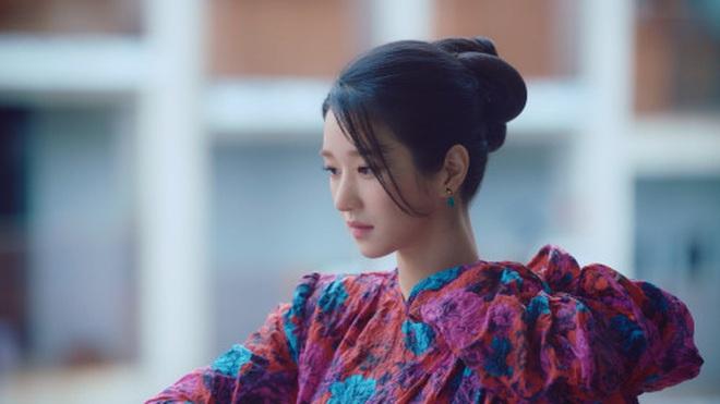 """Style tóc của Seo Ye Ji trong """"Điên Thì Có Sao"""": Kiểu nào cũng sang, có buộc thấp đơn giản thì vẫn xinh và sexy phát hờn - Ảnh 5."""