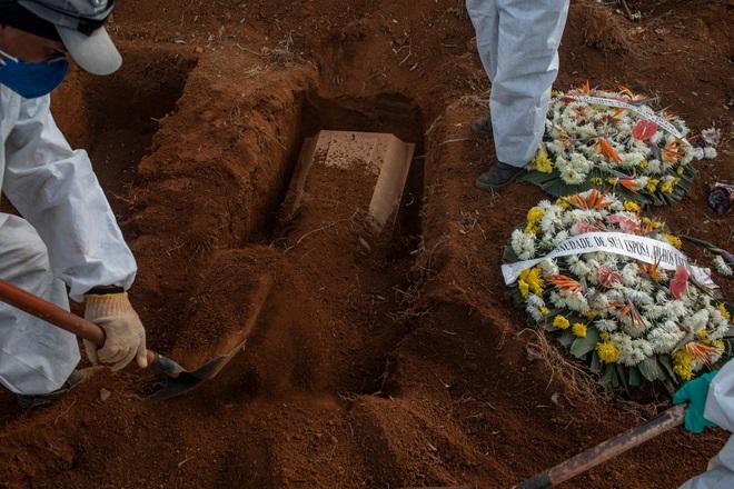 6 tháng hơn nửa triệu người chết, Covid-19 vẫn đề lại một bí ẩn cực lớn: Nó thực sự chết chóc đến mức nào? - ảnh 1