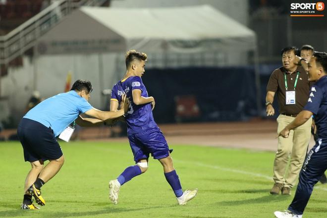 Hài hước vòng 8 V.League 2020: Cầu thủ lao vào sân đòi ăn thua đủ, làm khổ ban huấn luyện - ảnh 7