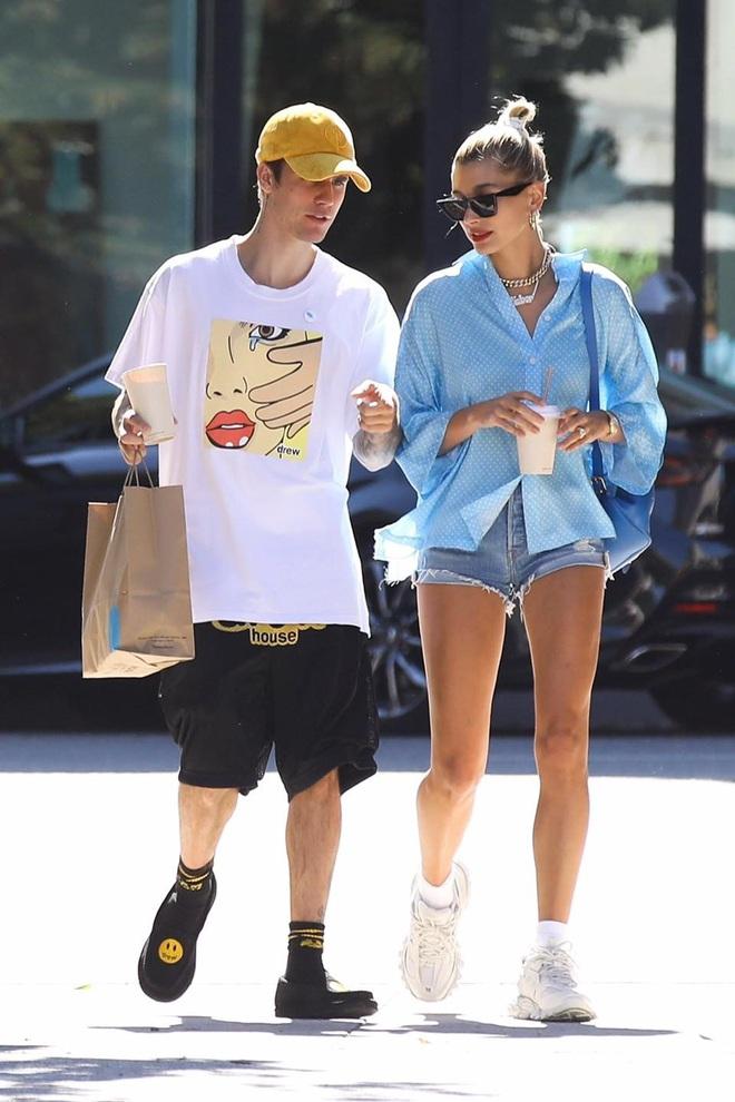Là hoàng tử nhạc Pop, Justin Bieber sẵn sàng làm nền, giúp việc cao cấp kiêm vác đồ cho vợ thoả sức đẹp xinh - ảnh 6
