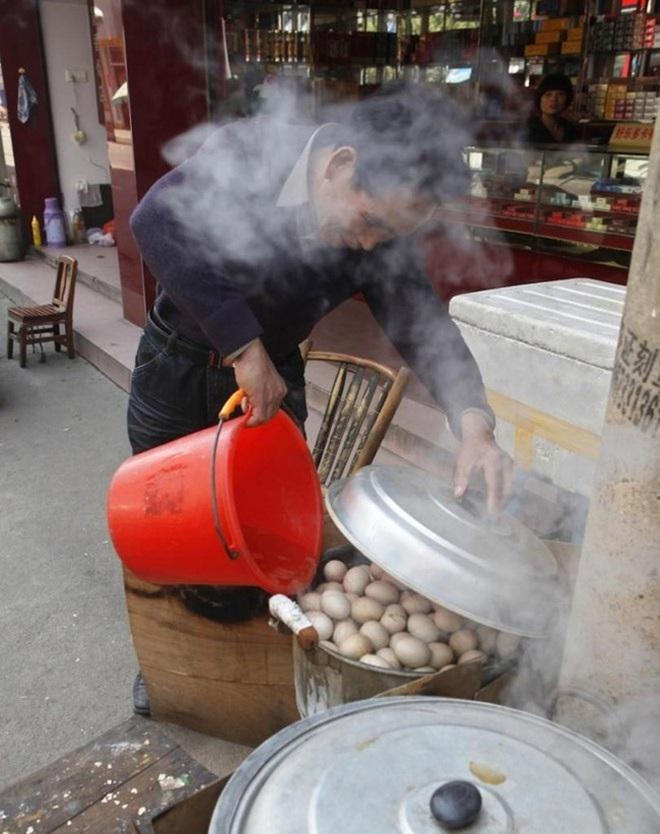 """Điểm danh 3 món trứng """"nặng mùi"""" nhất nhì trên thế giới, trứng bắc thảo của Việt Nam cũng nằm trong danh sách này - Ảnh 2."""