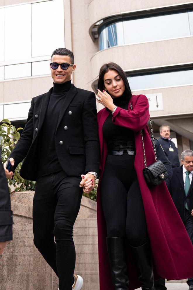Bạn gái đăng ảnh cực nóng bỏng, Ronaldo không chịu nổi phải thốt lên một câu nhận về hàng vạn lượt thả tim: Em là người đẹp nhất thế giới này - ảnh 4