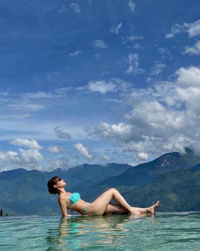 Sun HT diện bộ bikini hot nhất hè này để khoe vòng 1 mới tinh, dù đụng hàng Ngọc Trinh cũng khó mà lép vế - ảnh 2