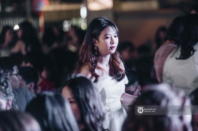 Lễ trưởng thành của teen cuối cấp THPT Kim Liên (Hà Nội): Quá nhiều cảm xúc, dàn gái xinh không kém cạnh bất cứ trường nào - ảnh 3