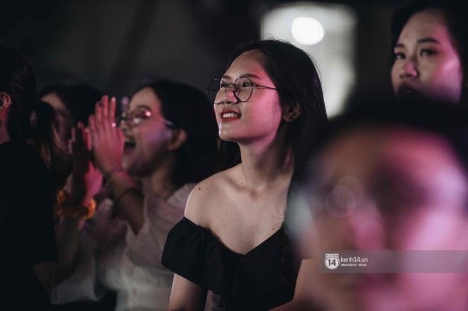 Lễ trưởng thành của teen cuối cấp THPT Kim Liên (Hà Nội): Quá nhiều cảm xúc, dàn gái xinh không kém cạnh bất cứ trường nào - ảnh 16