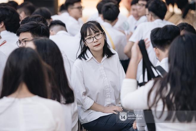 Dàn nữ sinh gây thương nhớ trong lễ bế giảng: Mặc áo dài hay đồng phục trắng đều mê mẩn lòng người - ảnh 19