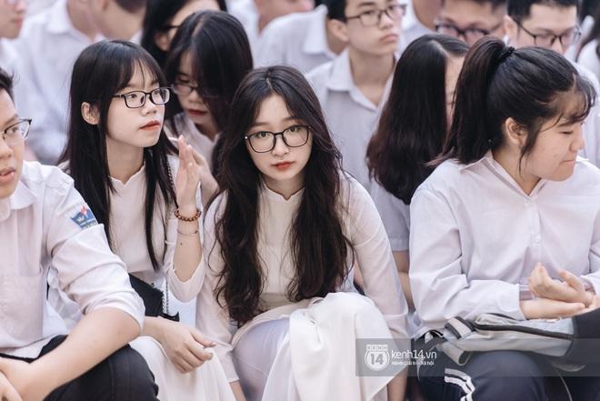 Dàn nữ sinh gây thương nhớ trong lễ bế giảng: Mặc áo dài hay đồng phục trắng đều mê mẩn lòng người - ảnh 23