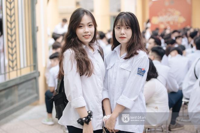 Dàn nữ sinh gây thương nhớ trong lễ bế giảng: Mặc áo dài hay đồng phục trắng đều mê mẩn lòng người - ảnh 20