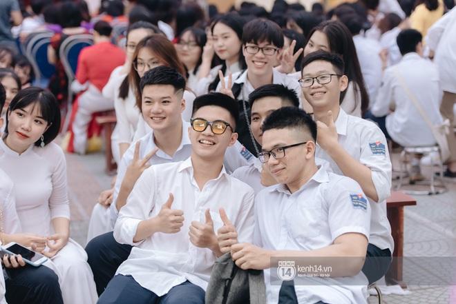 Dàn nữ sinh gây thương nhớ trong lễ bế giảng: Mặc áo dài hay đồng phục trắng đều mê mẩn lòng người - ảnh 26