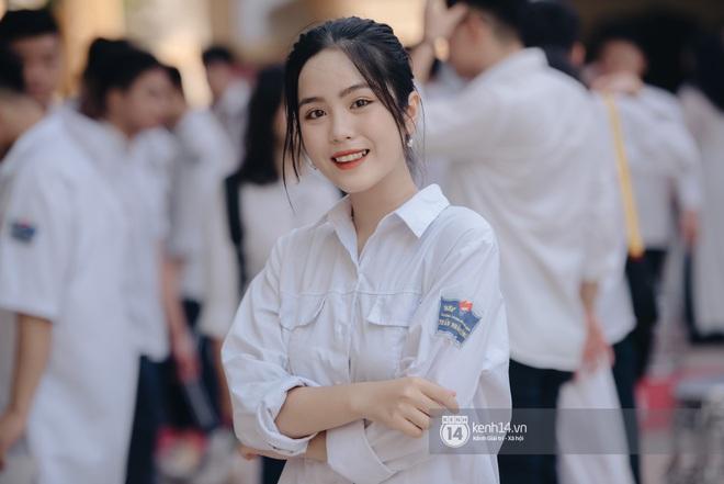 Dàn nữ sinh gây thương nhớ trong lễ bế giảng: Mặc áo dài hay đồng phục trắng đều mê mẩn lòng người - ảnh 18
