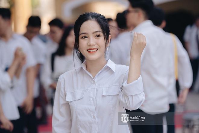 Dàn nữ sinh gây thương nhớ trong lễ bế giảng: Mặc áo dài hay đồng phục trắng đều mê mẩn lòng người - ảnh 15