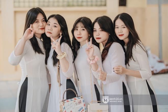 Dàn nữ sinh gây thương nhớ trong lễ bế giảng: Mặc áo dài hay đồng phục trắng đều mê mẩn lòng người - ảnh 11