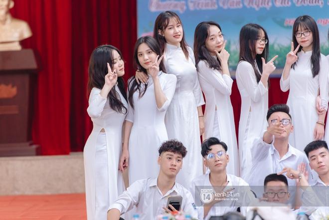 Dàn nữ sinh gây thương nhớ trong lễ bế giảng: Mặc áo dài hay đồng phục trắng đều mê mẩn lòng người - ảnh 12