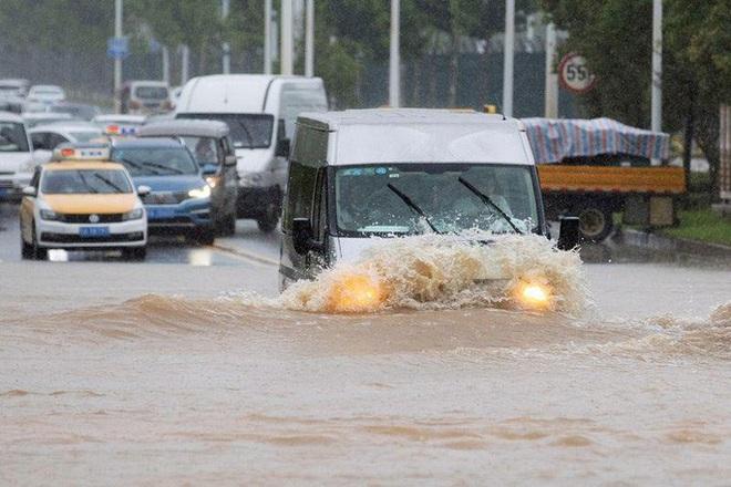 Tình hình nghiêm trọng, Trung Quốc đồng loạt nâng cảnh báo mưa bão, lũ lụt - ảnh 3