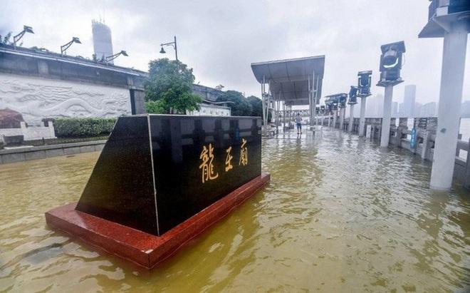 Tình hình nghiêm trọng, Trung Quốc đồng loạt nâng cảnh báo mưa bão, lũ lụt - ảnh 4