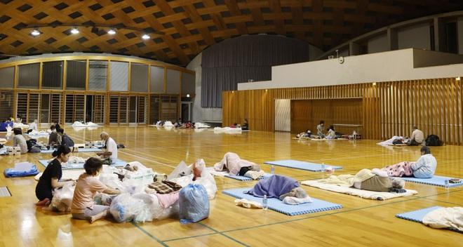 Chùm ảnh: Nhật Bản tan hoang khi lũ lớn càn quét giữa thời điểm bóng ma của đại dịch Covid-19 vẫn đang hiện diện - Ảnh 15.