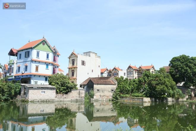 Hà Nội: Nhà tầng, biệt thự mọc san sát nhau ở ngôi làng phất lên từ việc buôn thịt lợn - ảnh 2