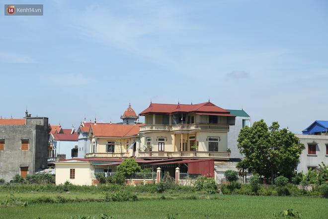 Hà Nội: Nhà tầng, biệt thự mọc san sát nhau ở ngôi làng phất lên từ việc buôn thịt lợn - ảnh 1