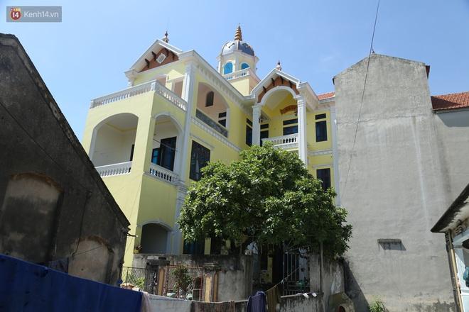 Hà Nội: Nhà tầng, biệt thự mọc san sát nhau ở ngôi làng phất lên từ việc buôn thịt lợn - Ảnh 3.