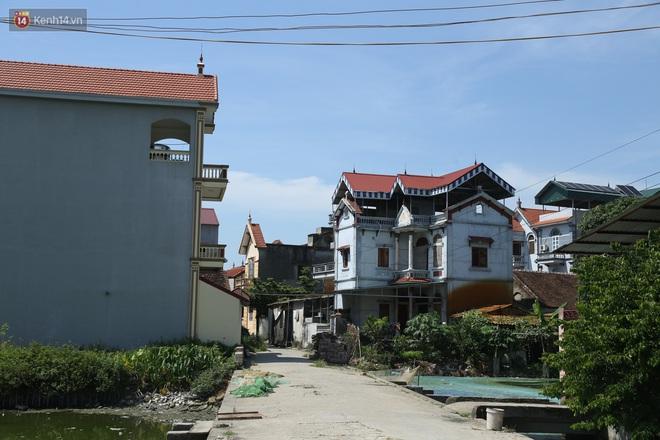 Hà Nội: Nhà tầng, biệt thự mọc san sát nhau ở ngôi làng phất lên từ việc buôn thịt lợn - Ảnh 4.