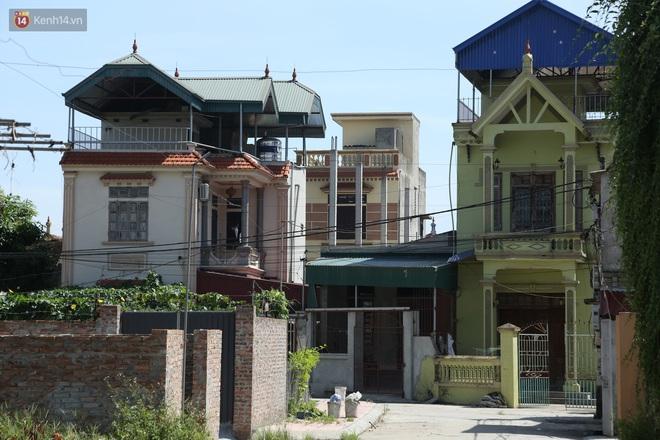 Hà Nội: Nhà tầng, biệt thự mọc san sát nhau ở ngôi làng phất lên từ việc buôn thịt lợn - Ảnh 5.