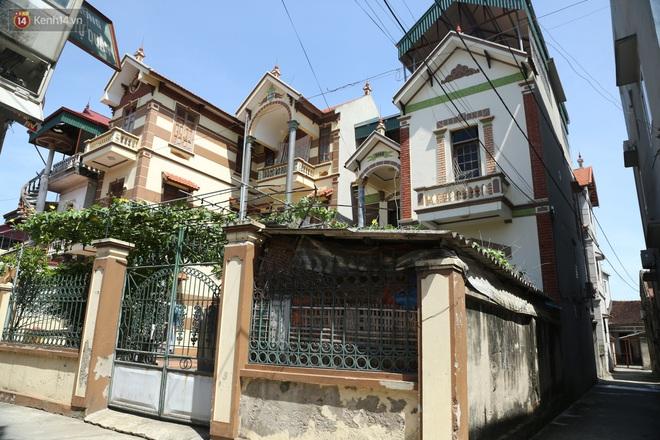 Hà Nội: Nhà tầng, biệt thự mọc san sát nhau ở ngôi làng phất lên từ việc buôn thịt lợn - ảnh 13
