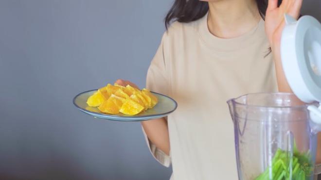 Châu Bùi thị phạm 3 món sinh tố rau xanh thay bữa chính mà vẫn đủ dưỡng chất, Binz hẹn hò với Châu thì kiểu gì cũng lây lối sống healthy này - ảnh 24