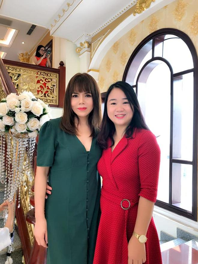 Nhan sắc ở tuổi 56 của mẹ Phanh Lee gây bất ngờ, trẻ trung và gu ăn mặc thời thượng không kém con gái là bao - ảnh 6