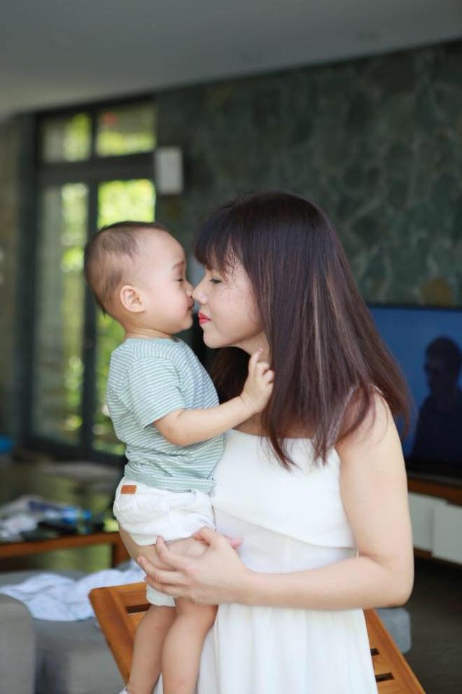Nhan sắc ở tuổi 56 của mẹ Phanh Lee gây bất ngờ, trẻ trung và gu ăn mặc thời thượng không kém con gái là bao - ảnh 7