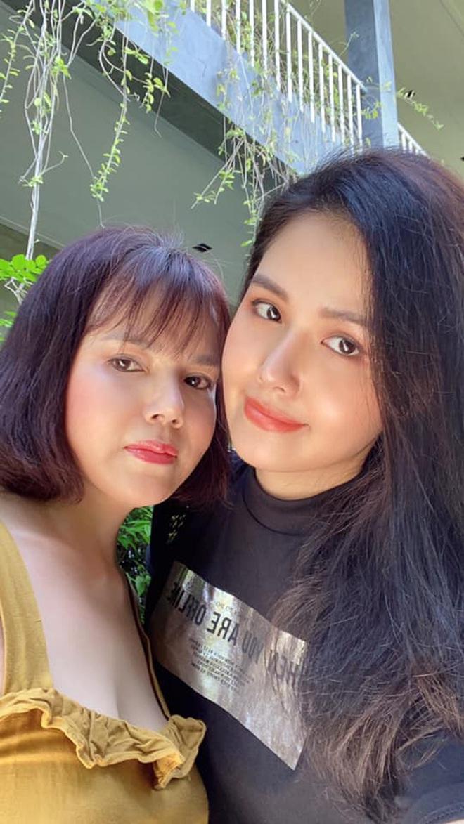 Nhan sắc ở tuổi 56 của mẹ Phanh Lee gây bất ngờ, trẻ trung và gu ăn mặc thời thượng không kém con gái là bao - ảnh 3