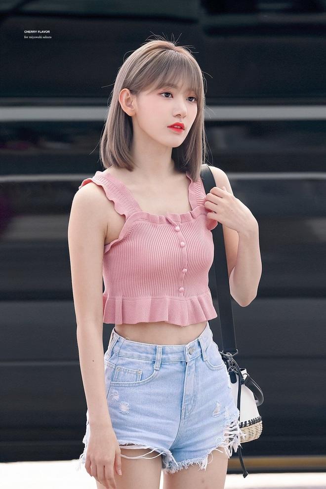 Lột xác từ style Nhật thắm thơm sang style Hàn cá tính, Sakura (IZ*ONE) khiến netizen phải trầm trồ không ngớt - ảnh 8