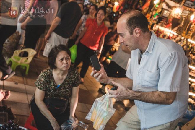 Có một chợ đêm Bến Thành buồn đến nao lòng: Khách Việt còn không có chứ nói chi khách nước ngoài - ảnh 3