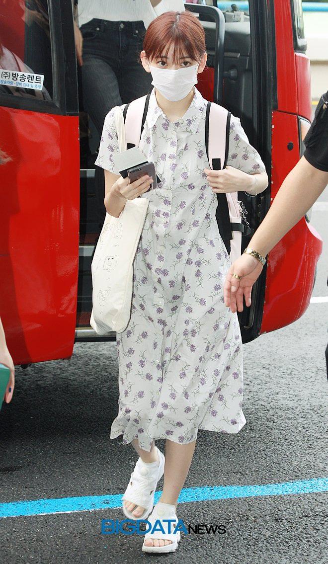 Lột xác từ style Nhật thắm thơm sang style Hàn cá tính, Sakura (IZ*ONE) khiến netizen phải trầm trồ không ngớt - ảnh 3