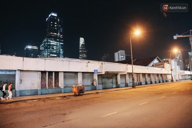 Có một chợ đêm Bến Thành buồn đến nao lòng: Khách Việt còn không có chứ nói chi khách nước ngoài - ảnh 8