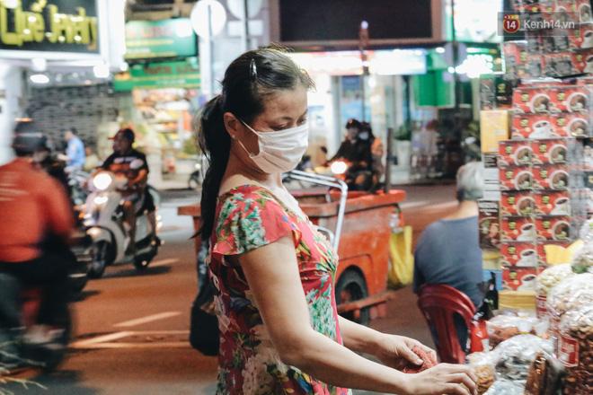 Có một chợ đêm Bến Thành buồn đến nao lòng: Khách Việt còn không có chứ nói chi khách nước ngoài - ảnh 17