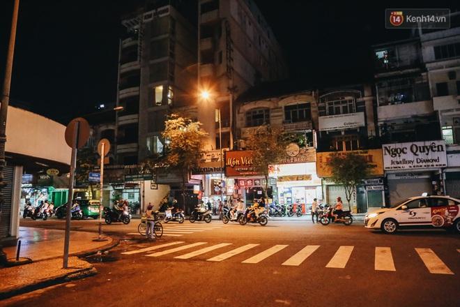 Có một chợ đêm Bến Thành buồn đến nao lòng: Khách Việt còn không có chứ nói chi khách nước ngoài - ảnh 20