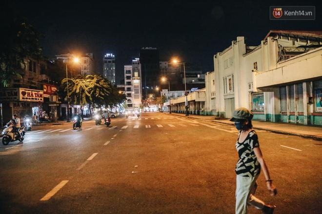 Có một chợ đêm Bến Thành buồn đến nao lòng: Khách Việt còn không có chứ nói chi khách nước ngoài - ảnh 7