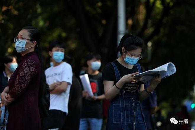 Toàn cảnh kỳ thi đại học khốc liệt nhất thế giới vừa kết thúc: Thí sinh đeo khẩu trang kín mít, an ninh thắt chặt, đề thi lắt léo - ảnh 5