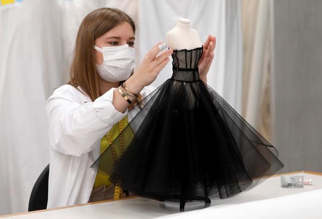 Tặng người xem một vé vào thế giới thần tiên, Dior tiện thể mị dân luôn với những thiết kế bé xíu nhưng tinh xảo muốn xỉu - ảnh 8