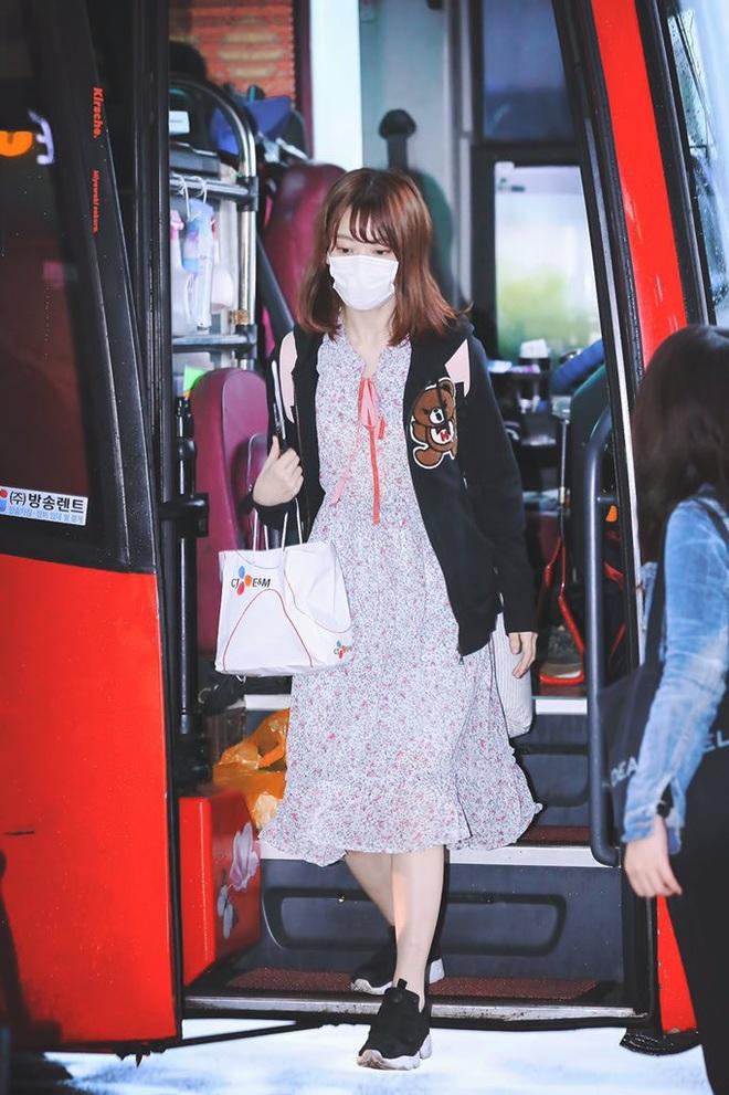 Lột xác từ style Nhật thắm thơm sang style Hàn cá tính, Sakura (IZ*ONE) khiến netizen phải trầm trồ không ngớt - ảnh 2