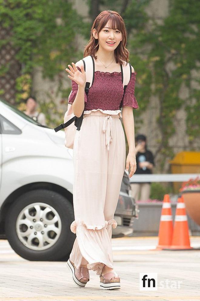 Lột xác từ style Nhật thắm thơm sang style Hàn cá tính, Sakura (IZ*ONE) khiến netizen phải trầm trồ không ngớt - ảnh 5