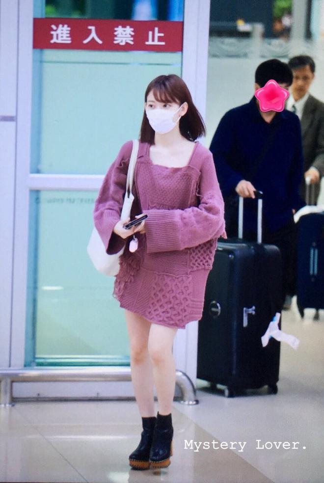 Lột xác từ style Nhật thắm thơm sang style Hàn cá tính, Sakura (IZ*ONE) khiến netizen phải trầm trồ không ngớt - ảnh 1