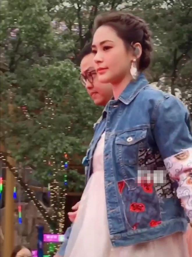 """Hậu ly hôn, Chung Hân Đồng bỗng tăng cân vùn vụt, không thể nhận ra """"ngọc nữ Hong Kong"""" gầy rộc 2 tháng trước - Ảnh 2."""