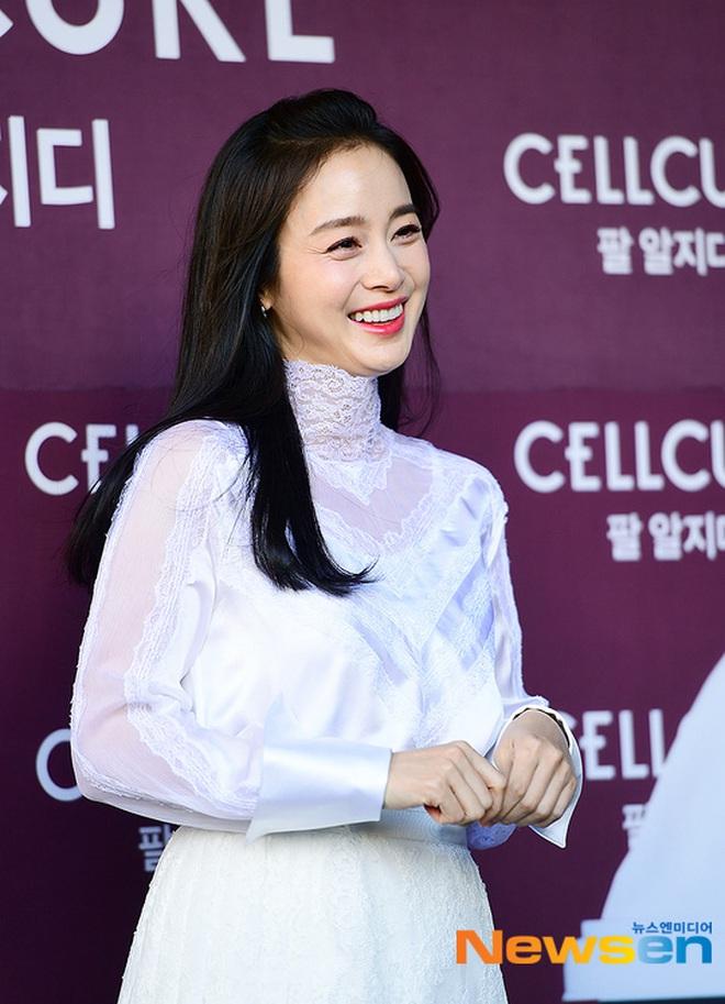 Kim Tae Hee xinh đẹp trẻ trung như gái đôi mươi, nhưng ốp điện thoại lại bất ngờ tố cáo tuổi thật của nữ minh tinh - ảnh 9