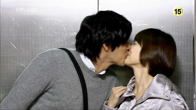 Loạt khoảnh khắc ngọt ngào giữa Song Hye Kyo - Hyun Bin sau 10 năm xem lại vẫn mê mẩn - ảnh 5
