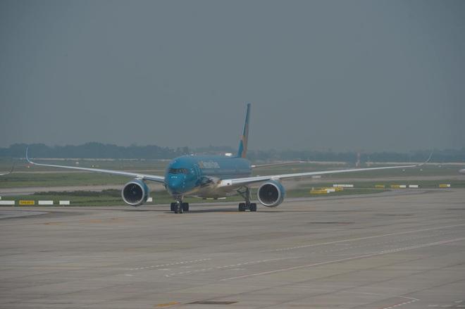 Vietnam Airlines huỷ hàng loạt chuyến bay do ảnh hưởng của bão số 2 - ảnh 1